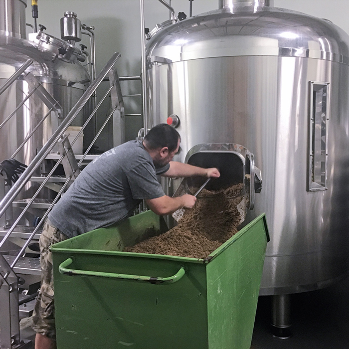 http://hollywood.beer/wp-content/uploads/2019/06/IMG_1656_EDIT_Brewmaster.jpg
